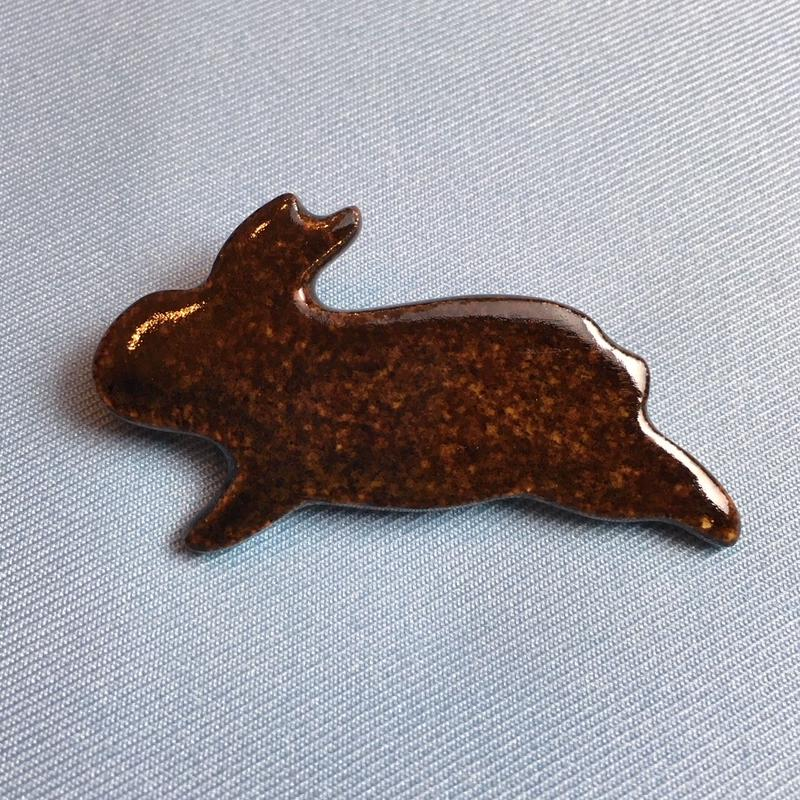 【B012】うさぎのブローチ(チョコレート)