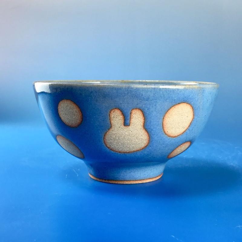 【G049】うさぎ水玉模様のご飯茶碗ミニ(淡青白土・うさぎ印)