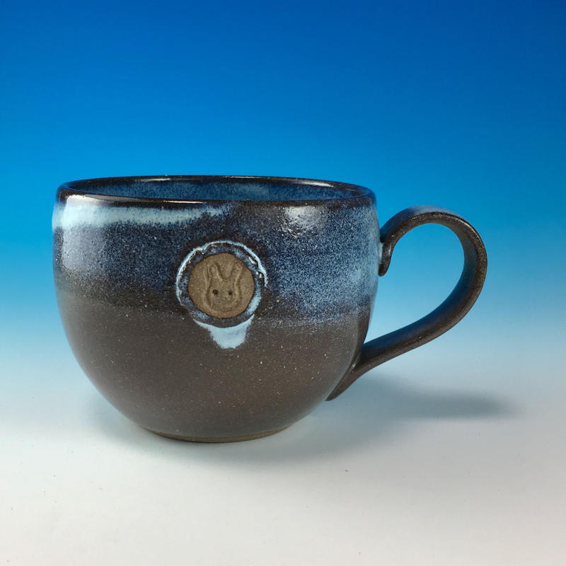 【M190】淡水乳濁のマグカップ大(エンブレム付き・うさぎ印)