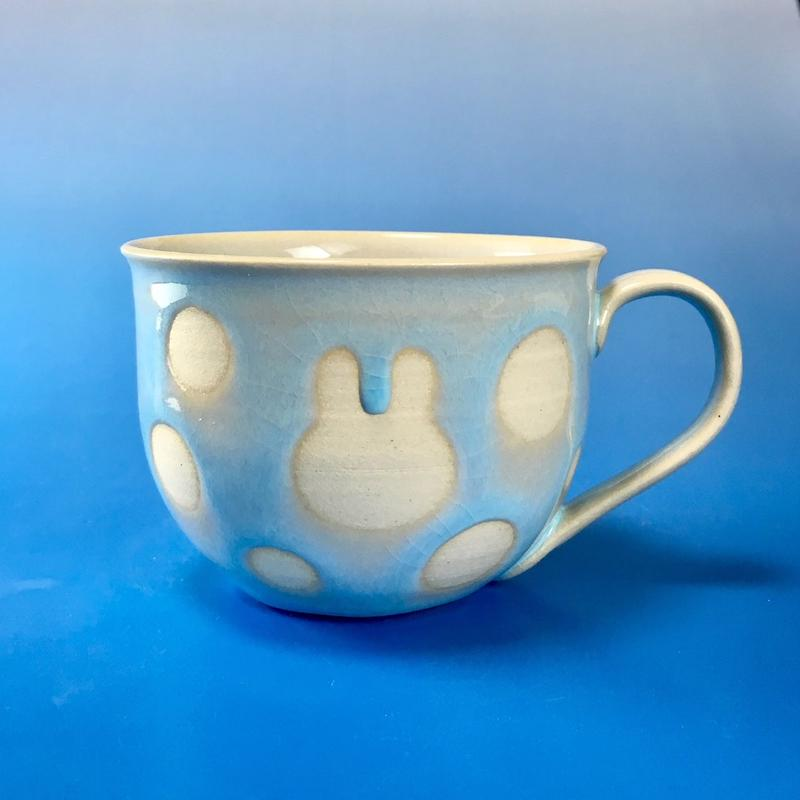 【M057】広口のうさぎ水玉模様のマグカップ大(淡い水色・うさぎ印)