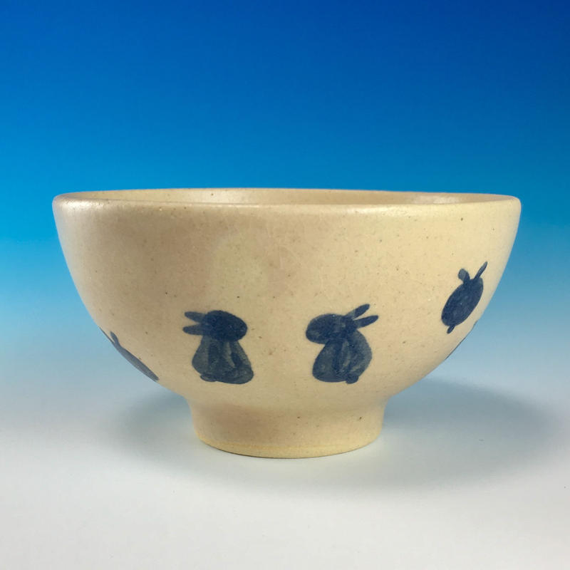 【G077】豆うさぎ柄のご飯茶碗ミニ(呉須手描き・うさぎ印)