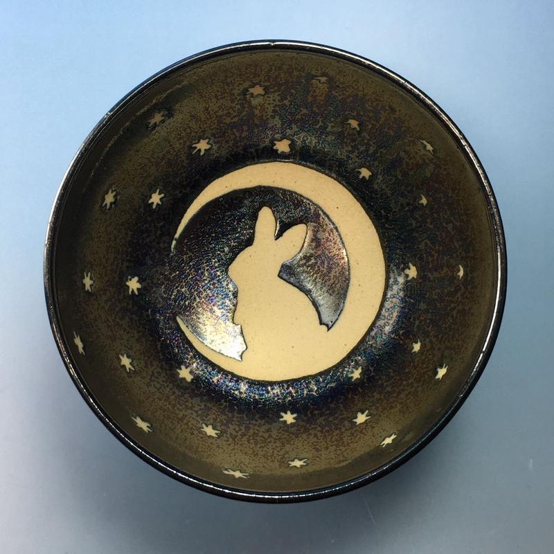 【G061】月夜のうさぎ柄のご飯茶碗(銀彩釉・手描き)