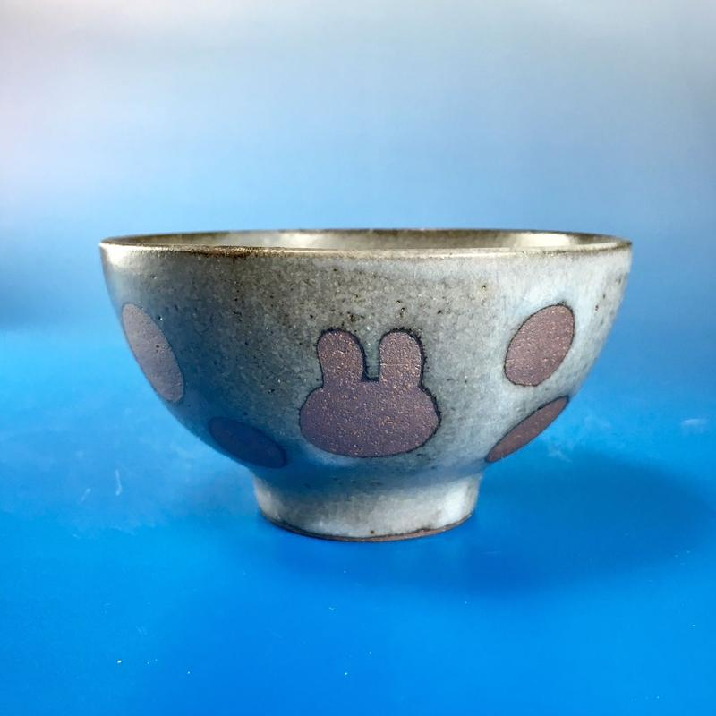 【G029】うさぎ水玉模様のご飯茶碗ミニ(灰透明赤土・うさぎ印)
