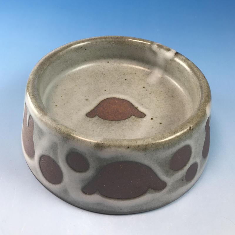 【R079】うさぎ水玉模様のうさぎ様用食器・Lサイズ(白マット赤土・ロップ柄・うさぎ印)