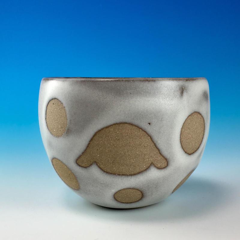 【F024】うさぎ水玉模様のフリーボール(白マット赤土・ロップ・うさぎ印)