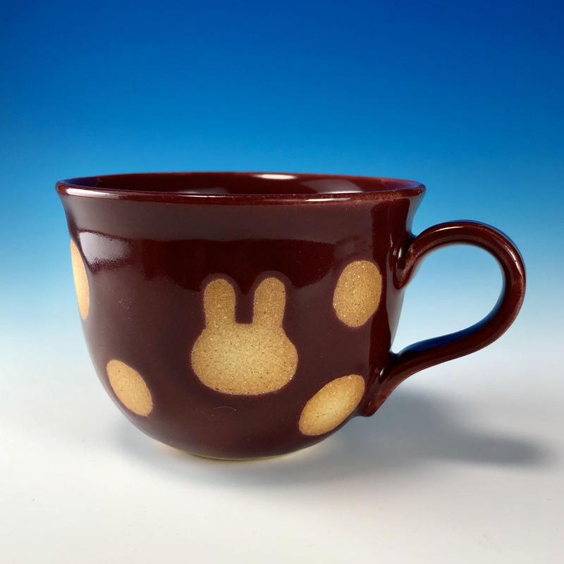 【M206】広口のうさぎ水玉模様のマグカップ小(ボルドー・うさぎ印)