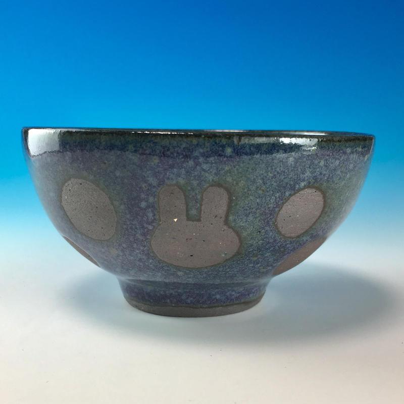【G086】うさぎ水玉模様のご飯茶碗ミニ(淡青赤土・うさぎ印)