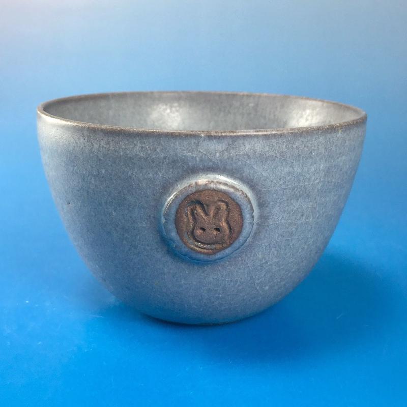 【Y013】パープルグレーの湯呑み茶碗(マット小豆色・うさぎ印)