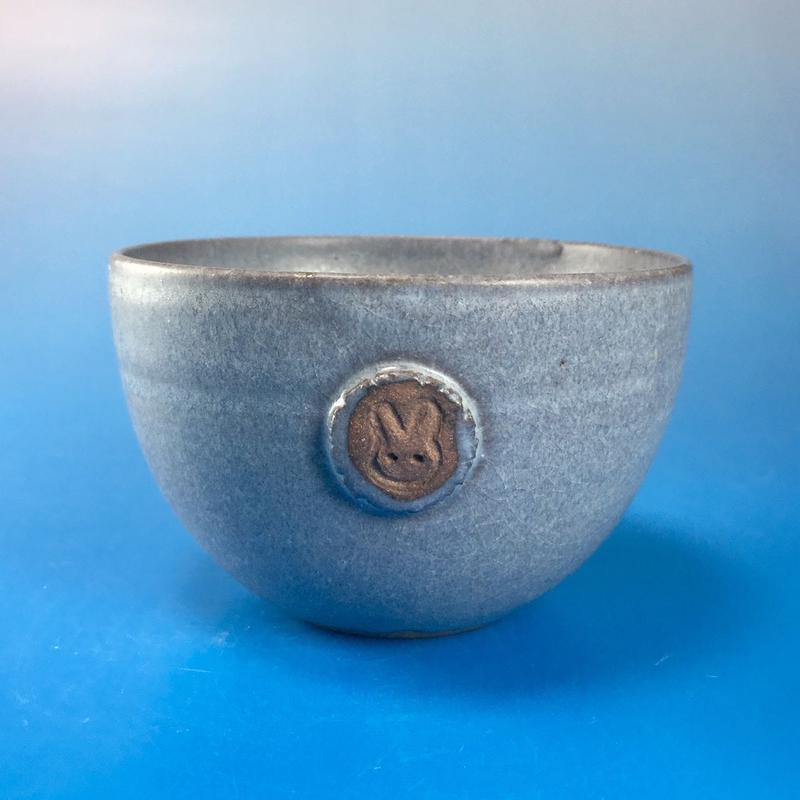 【Y015】パープルグレーの湯呑み茶碗(マット小豆色・うさぎ印)