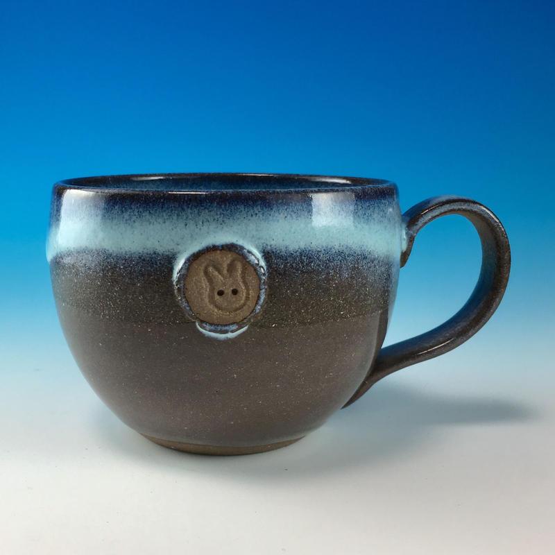 【M188】淡水乳濁のマグカップ大(エンブレム付き・うさぎ印)