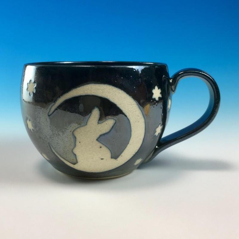 【M152】月夜のうさぎ柄の丸マグカップ大(銀彩釉・うさぎ印)