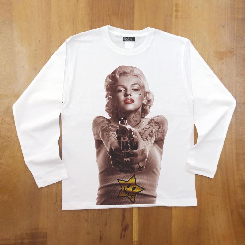 RARETE (ラルテ)  マリリンモンロー 構え 銃  ホワイト  長袖Tシャツ