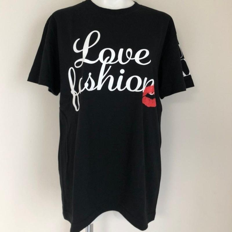 LOVE FASHION TEE