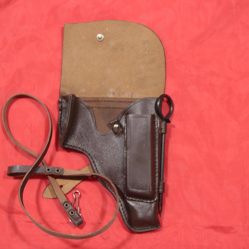 ソ連製 革製 マカロフ ホルスター ランヤード+クリーニングロッド付き