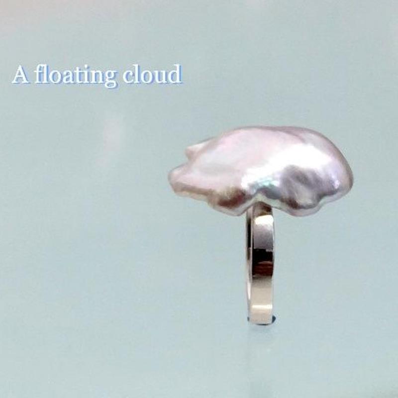 A floating cloud(浮雲)