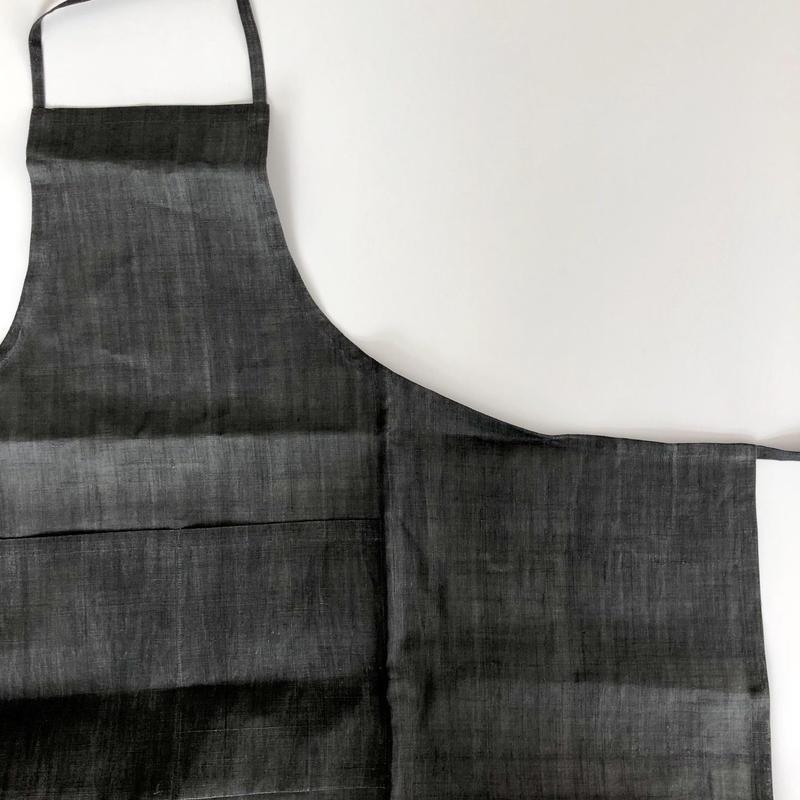 石井すみ子 「手摘み手織り苧麻エプロン・墨染め」