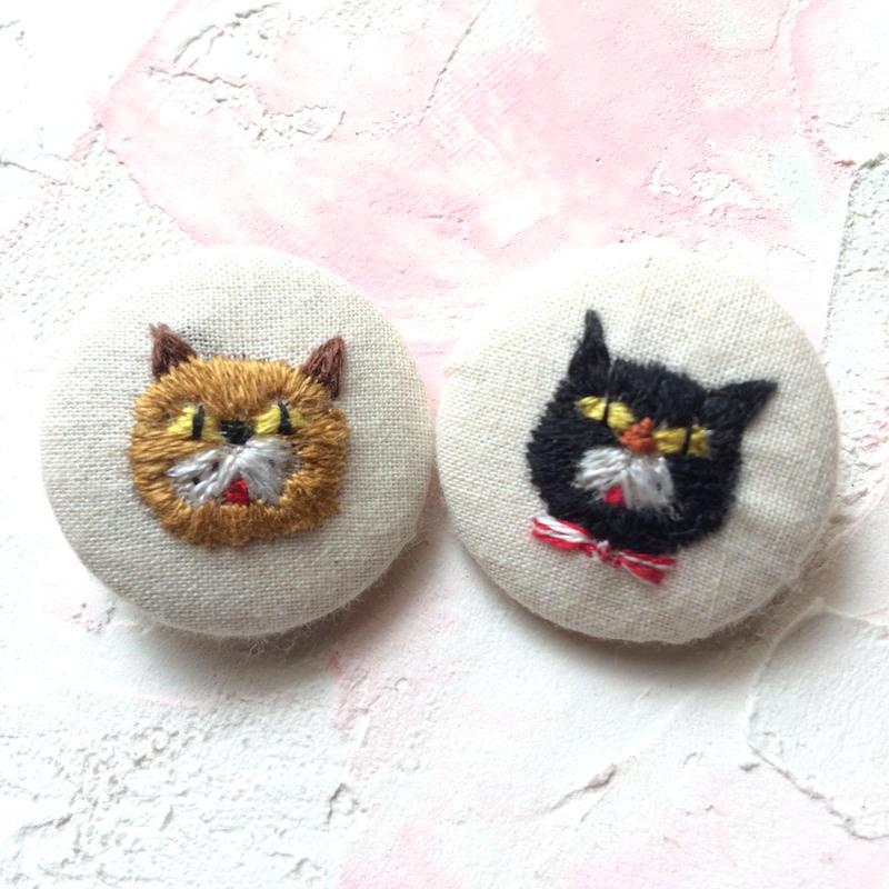 刺繍ボタン♡ ネコのライバル2つセット