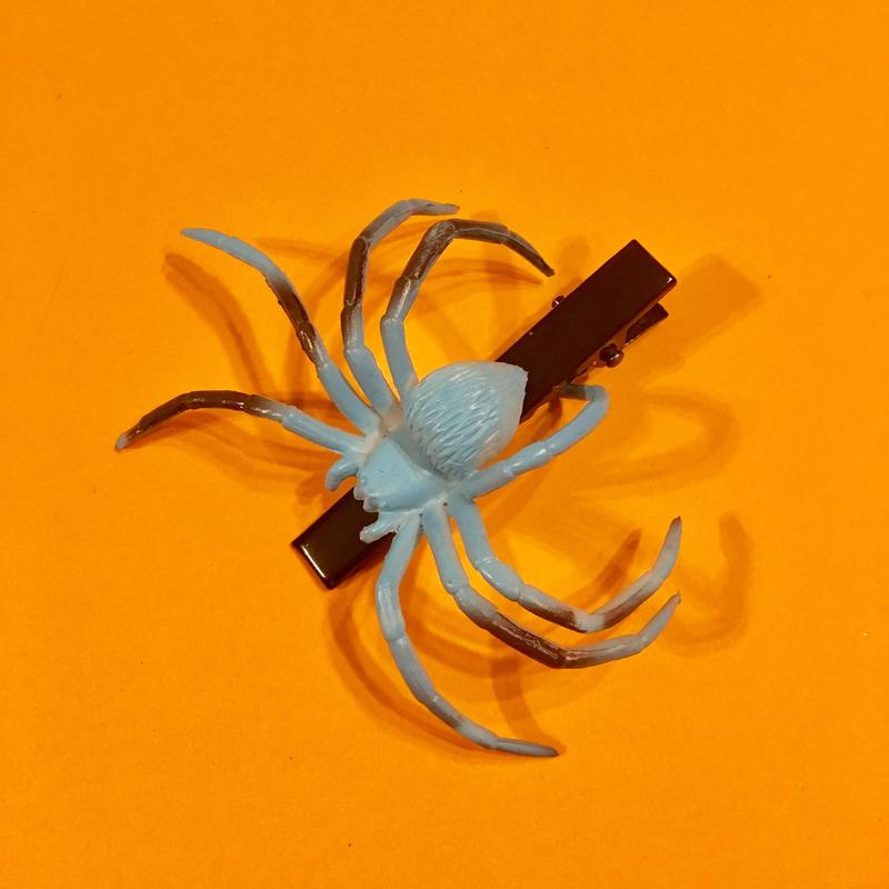 クモ  ヘアクリップ アクセサリー 水色 Spider Hair clip light blue