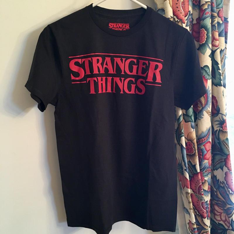 ストレンジャーシングス stranger things Tシャツ ①