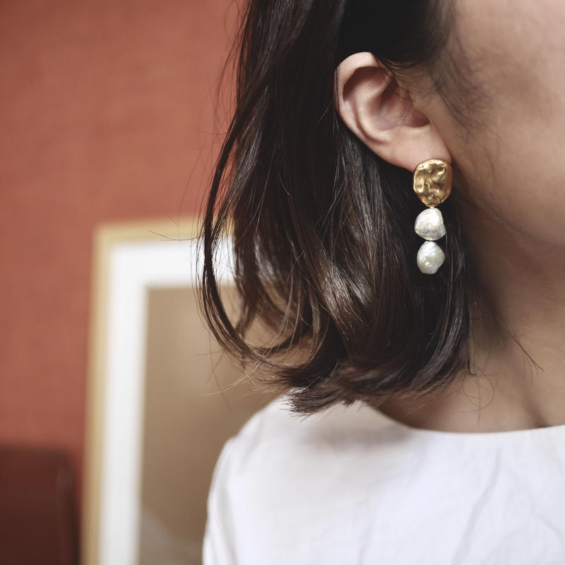 Flow pearl earrings