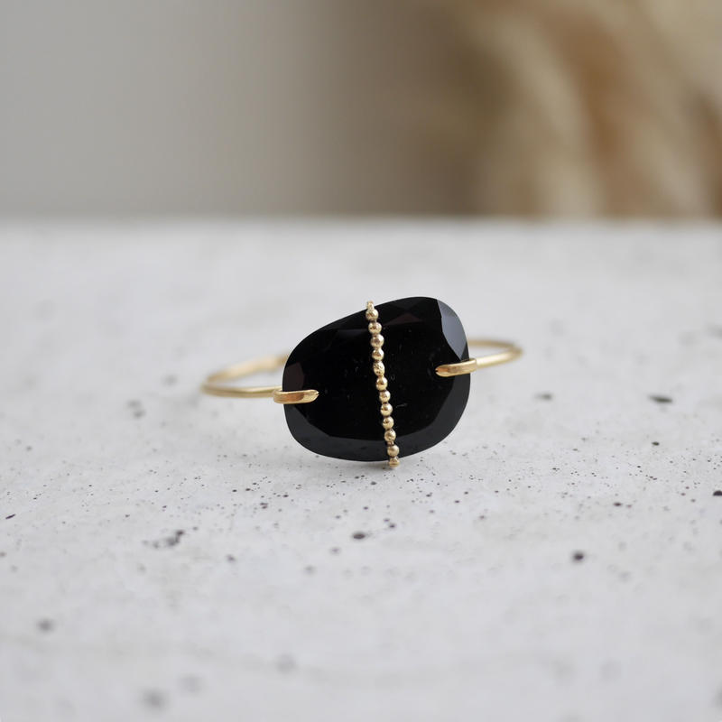 Black onyx dot bangle