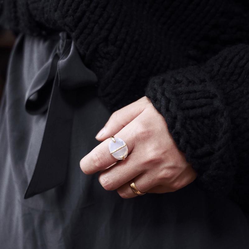 Quartz dot ring(Opal colored)