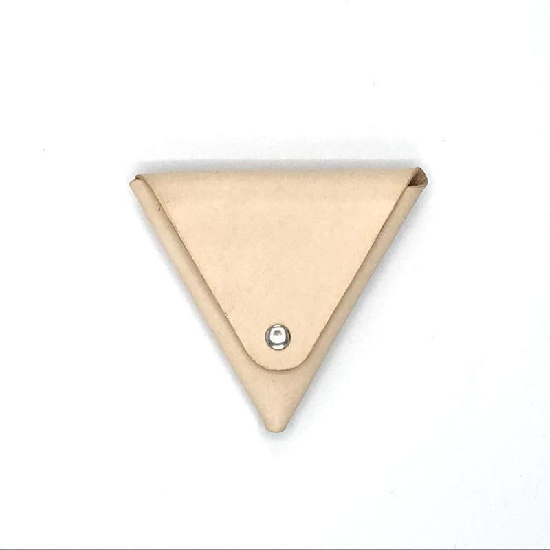 トライアングルコインケース/三角小銭入れ ヌメ革:ナチュラル (r001)