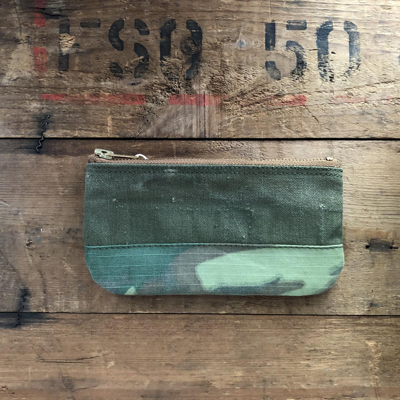 "1960's canvas and ""Green leaf"" camo pouch"