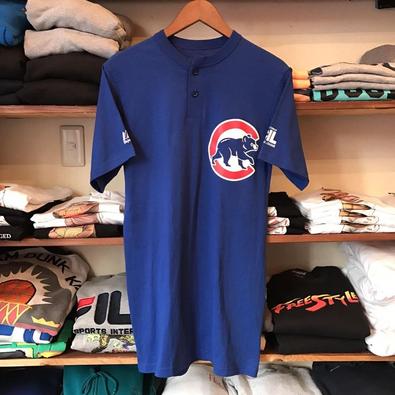 """Majestic Chicago Cubs bear  """"bourgeois dental center 9"""" Henley neck tee (S)"""