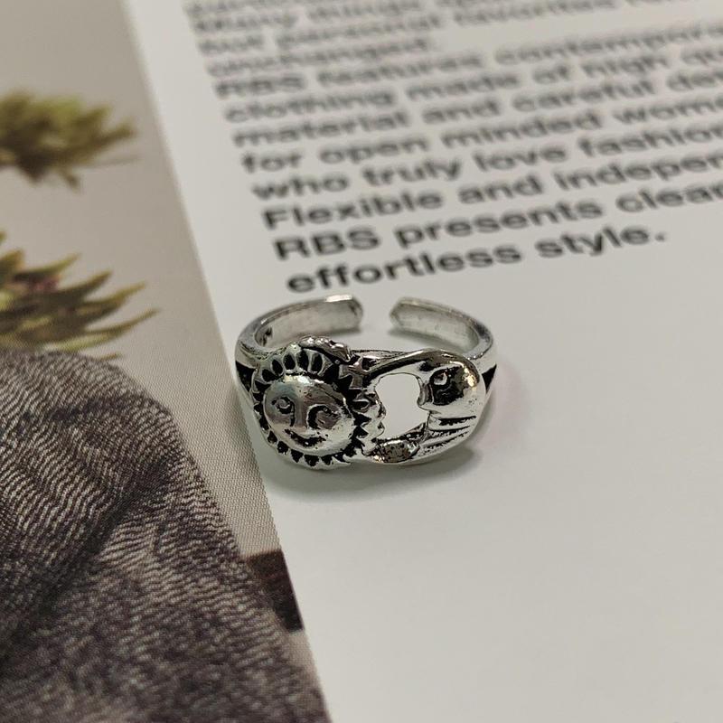 Sun moon pinkie ring