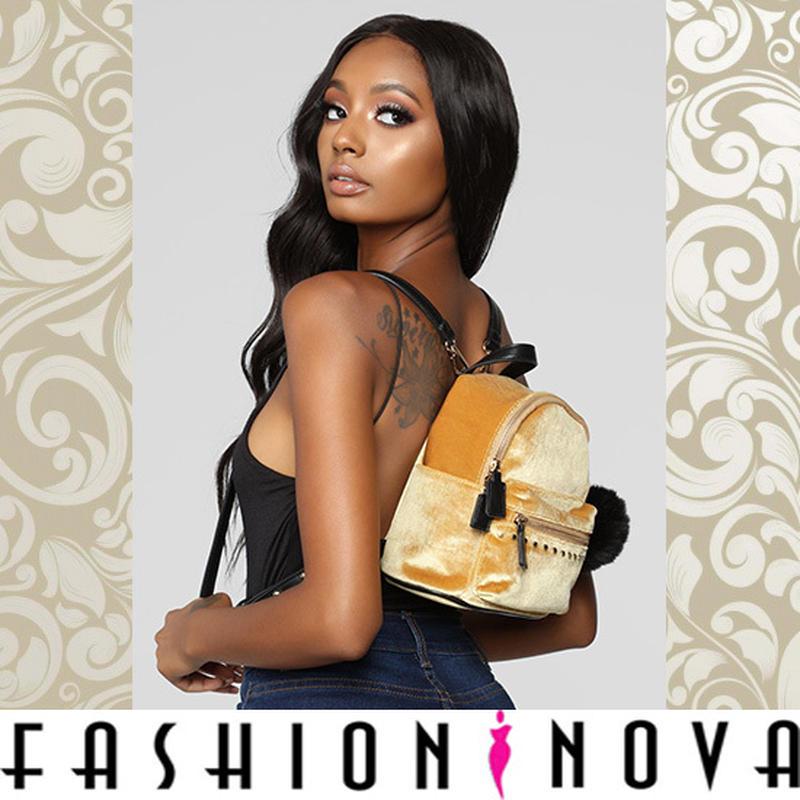 即納【Fashion Nova】ボンボン付きベルベットバックパック