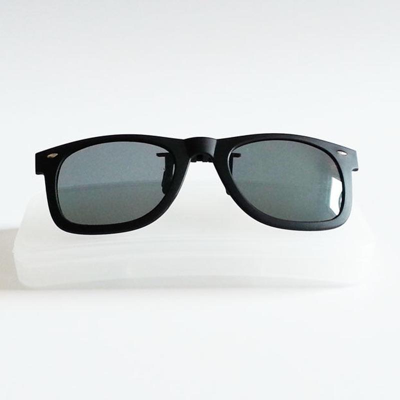 メガネの上から偏光 UVカット ウェリントンタイプ サングラスクリップ  ケース付き