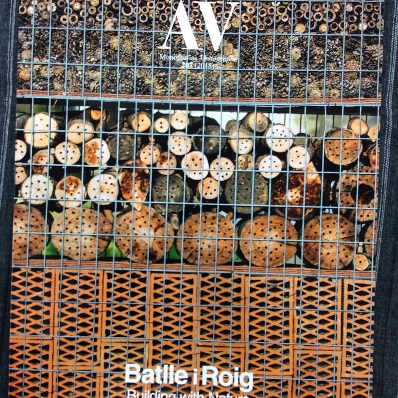 AV 207 Batlle i Roing Building with Nature
