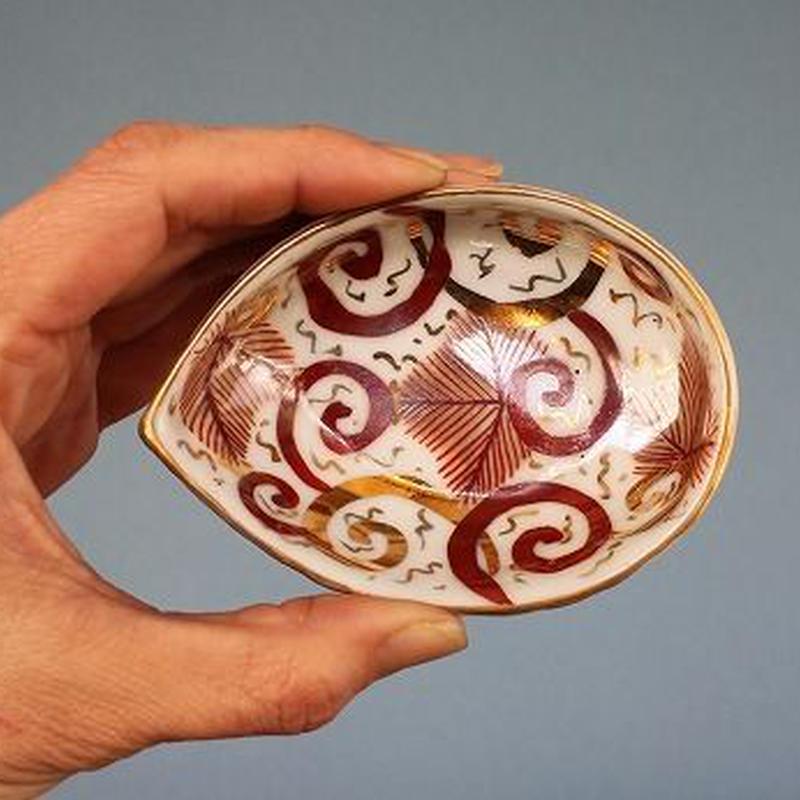 品番 t-0269 赤絵 貝型小皿 九谷
