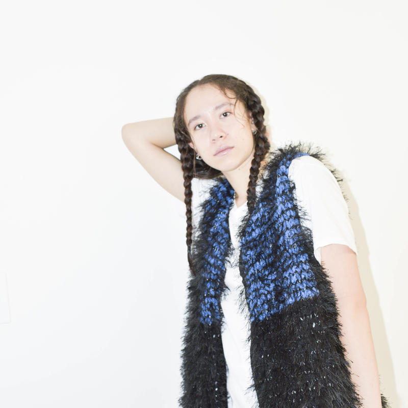 Long fur jilet < BLUE × BLACK_black fur >