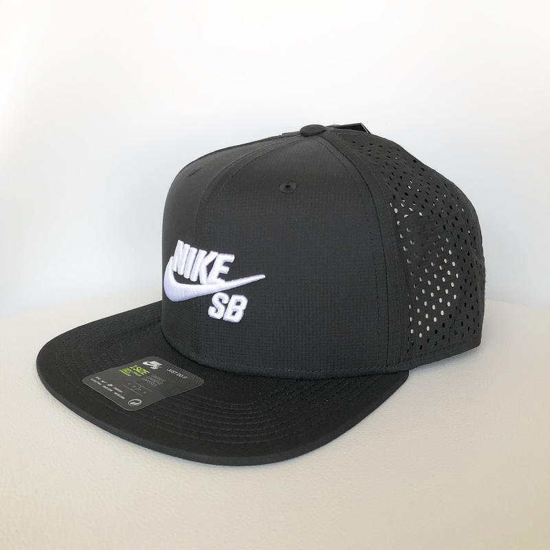 NIKE SB PERFORMANCE TRACKER CAP BLACK