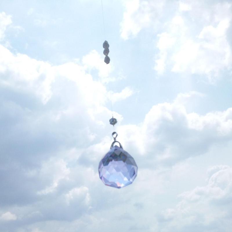 シンプルな貝とクリスタルボールのサンキャッチャー☆