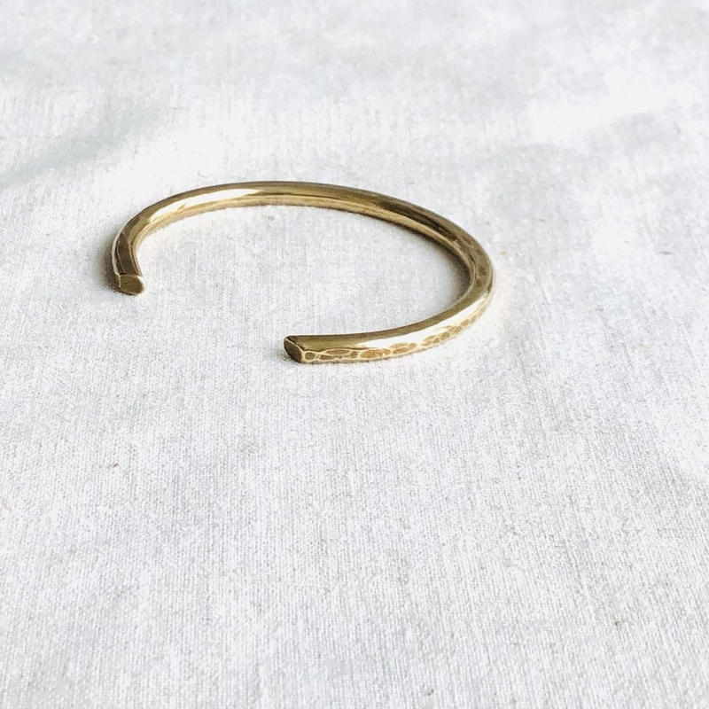 cinq / beveled cuff  / brass / 真鍮/バングル