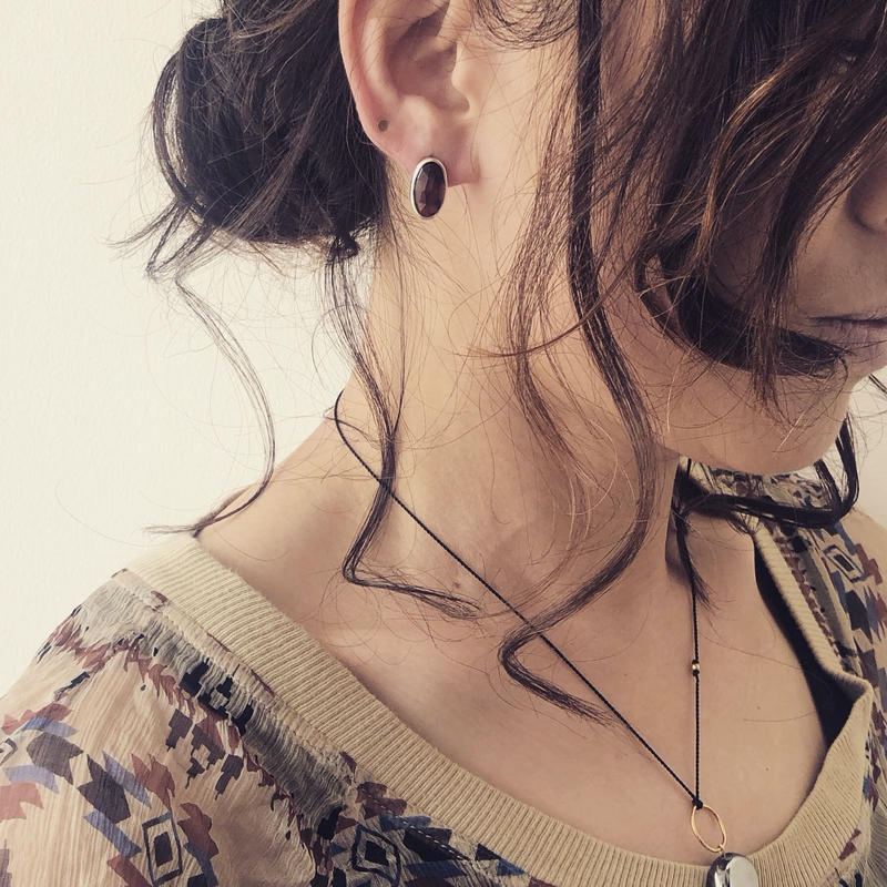 ishi jewelry / earring sencillo silver bezel / イシ ジュエリー / シルバー片耳ピアス  ガーネット