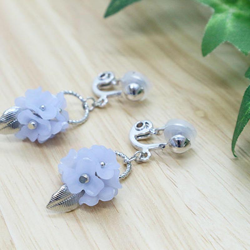 金属アレルギー対応*小さな花束のようなお花のイヤリング(ブルー)y231