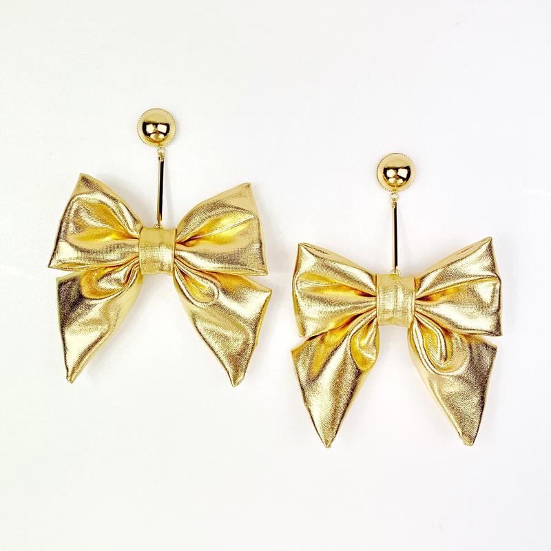 Swinging metallic ribbon earrings/metallic gold