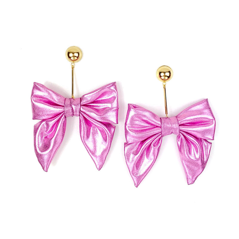 Swinging metallic ribbon earrings/metallic pink