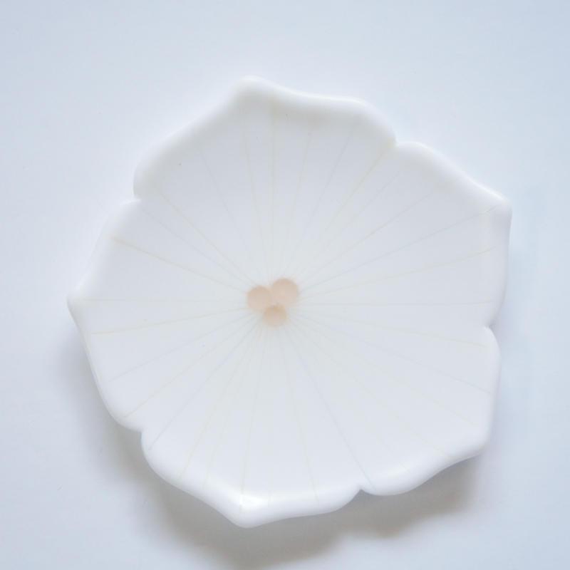 【S品】ミルキー花型中皿 ホワイト×ピンク