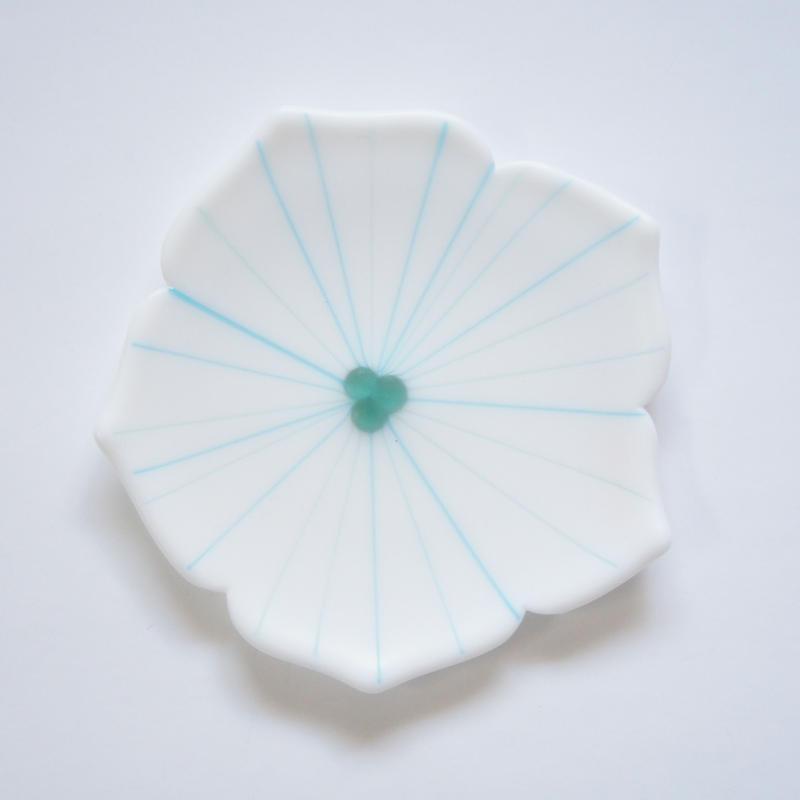 【S品】ミルキー花型中皿 ホワイト×ブルー