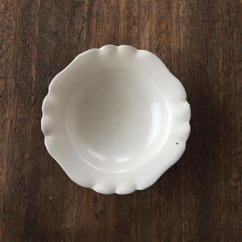 辻口康夫  粉引マット釉 輪花5.5寸鉢