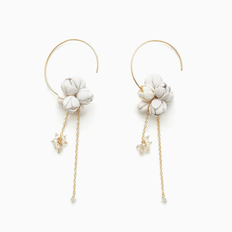 Minori Earrings / white , black