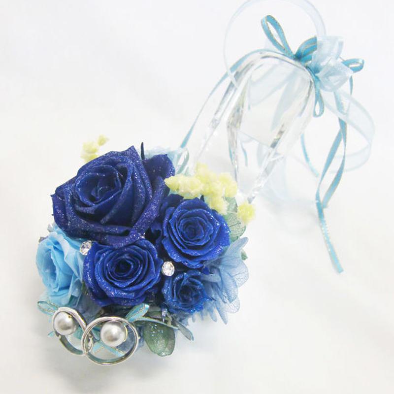【プリザーブドフラワーリングピロー/本当のガラスの靴シリーズ】シンデレラのガラスの靴と青いとブルーの薔薇たちの輝き