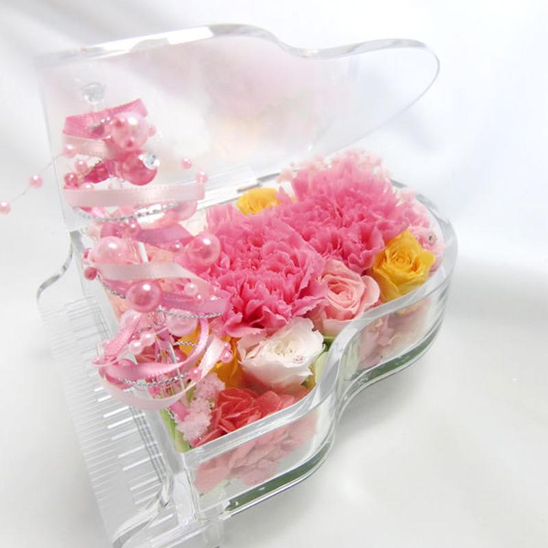 【プリザーブドフラワー/グランドピアノシリーズ】ピンクのフリルのカーネーションとミニ薔薇の奏でる明るい優しさを添えて【リボンラッピング付き 送料無料】