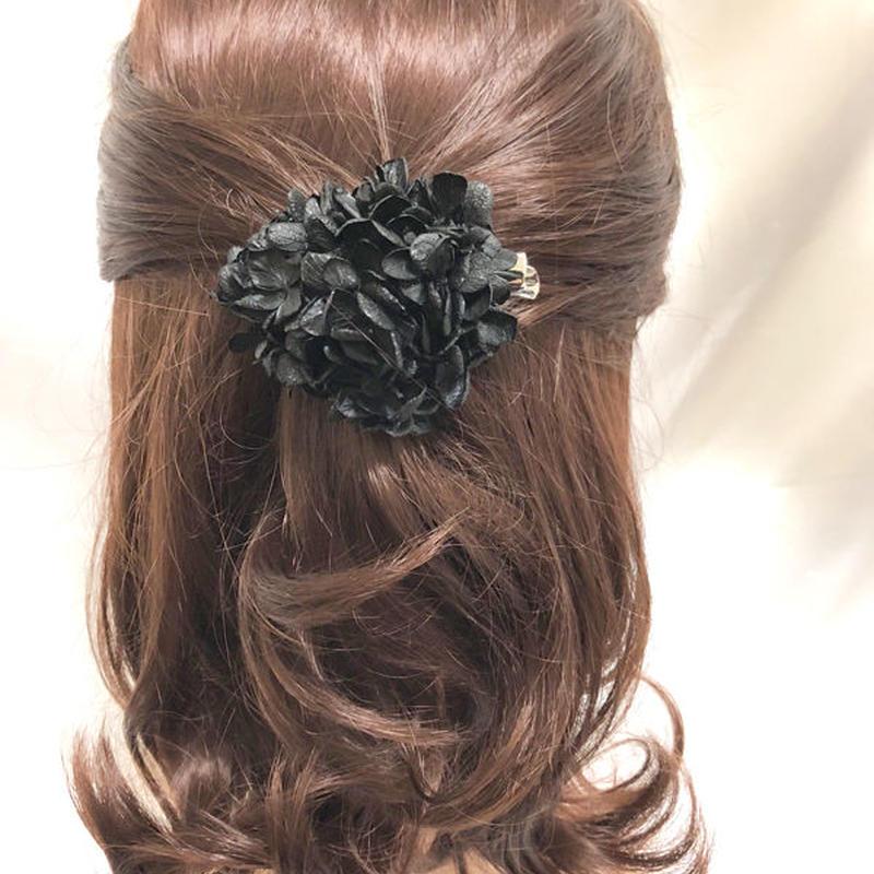 【プリザーブドフラワー/ヘアアクセサリーシリーズ/本当の紫陽花の髪飾り】まるで自分の一部のように。黒い紫陽花とスワロフスキーのシックでエレガントな髪飾りミニサイズ