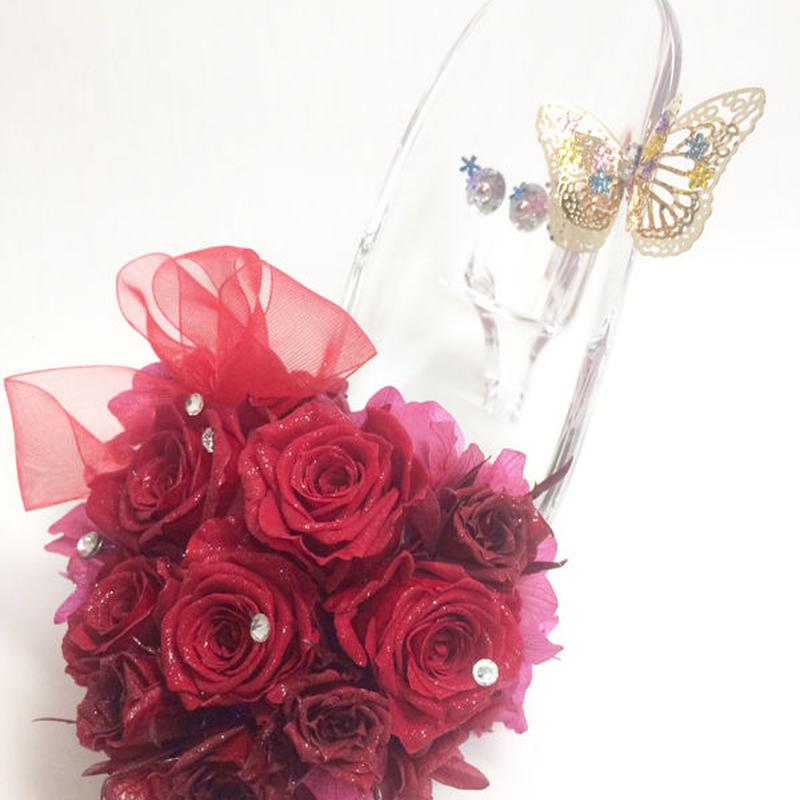【プリザーブドフラワー/ガラスの靴シリーズ】情熱の赤い薔薇にスワロフスキーの永遠の輝きを添えて